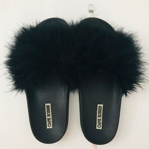 Cape Robbin faux fur slides